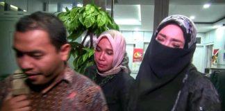 Firza Husein (kanan), usai menjalani pemeriksaan di Polda Metro Jaya