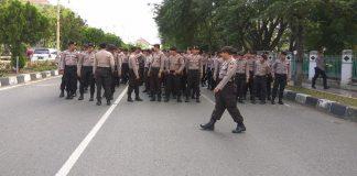Ratusan personel Polda Metro Jaya berjaga-jaga di Gedung KPK