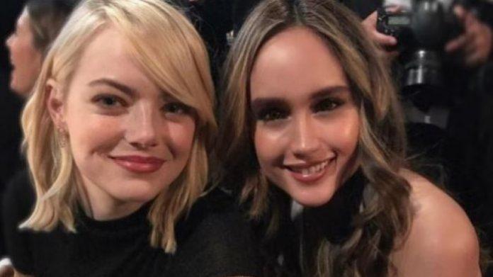 Foto Cinta Laura Saat Bertemu Artis Hollywood Emma Stone