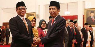 Presiden Joko Widodo (Jokowi) bersiap melantik anggota Dewan Kehormatan Penyelenggara Pemilu (DKPP) periode 2017-2022 di Istana Negara, Jakarta, Senin (12/6).