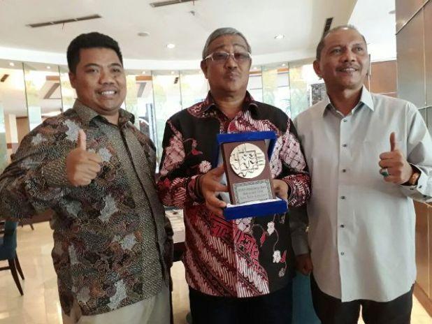 Penghargaan nasional bernama TPID AWARD 2016, diserahkan langsung Presiden RI, Jokok Widodo kepada Walikota Tidore Kepulauan Capt. H. Ali Ibrahim, MH
