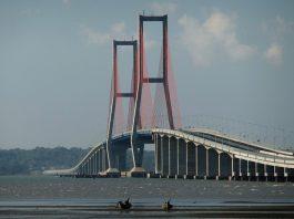 Jembatan Suramadu.