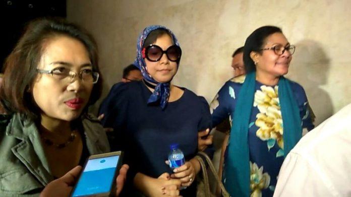 Istri Jenderal Polisi yang Menampar Petugas Bandara Minta Maaf. Joice Onsay Warouw saat memenuhi pemeriksaan di Polda Metro Jaya