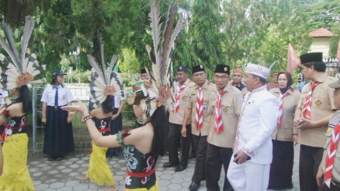 Kunjungi SMPN 2 Pakangkaraya, Mendikbud Disambut Tarian Daerah