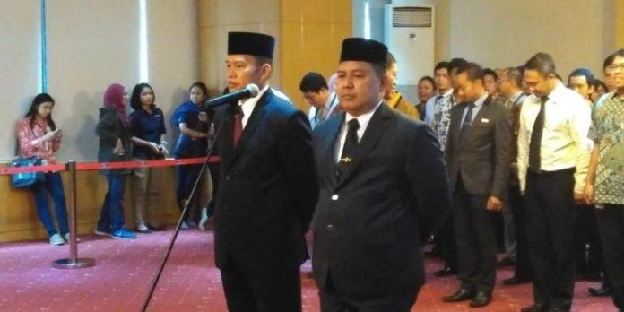 Direktur Penyidikan baru Kombes Pol Aris Budiman (kiri) dan Kepala Biro Hukum baru AKBP Setiadi