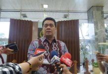 Wakil Ketua Komisi II DPR Ahmad Riza Patria di Kompleks Parlemen, Senayan, Jakarta