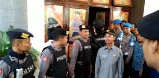 Bupati Pamekasan Achmad Syafii ikut diamankan Komisi Pemberantasan Korupsi bersama pejabat Kejari Pamekasan dan Inspektorat.