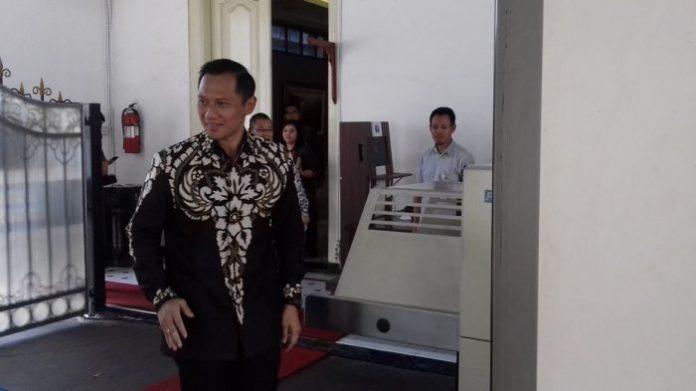 Agus Harimurti Yudhoyono menemui Presiden Joko Widodo di Istana, Kamis (10/8/2017)