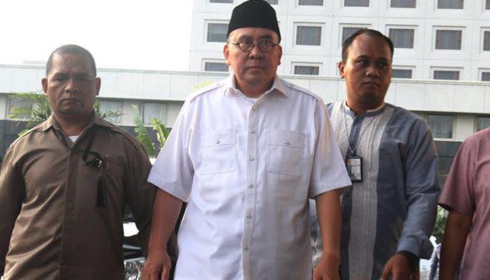 Gubernur Bengkulu Ridwan Mukti saat tiba di gedung KPK, Kuningan, Jakarta. Rabu (16/8/2017)