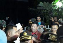 Kapolda Metro Jaya Irjen Pol Idham Aziz (batik merah) dan Kapolres Jakarta Pusat Kombes Suyudi Ario Seto mendatangi kantor YLBHI.