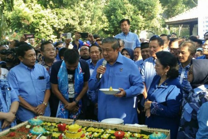 Ketua Umum Partai Demokrat Susilo Bambang Yudhoyono saat menghadiri syukuran Partai Demokrat ke-16 di Puri Cikeas, Bogor, Jawa Barat,