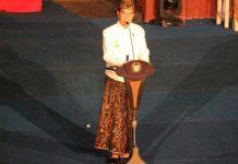 Jokowi Presiden pada Penutupan Festival Keraton Nusantara di Taman Gua Sunyaragi, Kota Cirebon, Jawa Barat,
