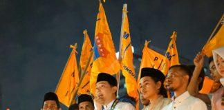 """Pengurus Besar (PB) Pergerakan Mahasiswa Islam Indonesia (PMII), ratusan massa menggelar aksi simpatik menyalakan ribuan lilin dan doa bersama bertajuk """"cahaya untuk rohingya"""" di seputaran Bundaran Patung Kuda, Jakarta Pusat, Rabu (5/9/2017)."""