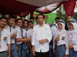 Presiden Jokowi dengan Para Pemuda SMA