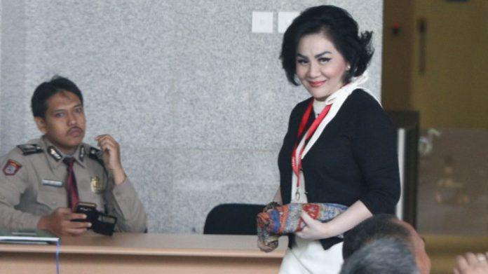 Pengusaha Artalyta Suryani atau Ayin mendatangi gedung Komisi Pemberantasan Korupsi (KPK)