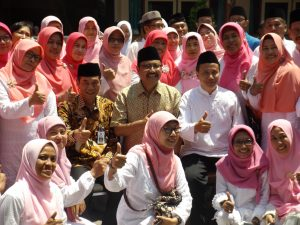 foto bersama dengan Wakil Gubernur Jatim Drs.H. Saifullah Yusuf