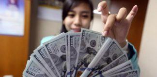 Dolar AS Melemah di Tengah Data dan Spekulasi Ketua Fed