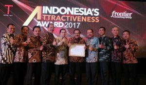 Nawacita.co -- Pakde Karwo Raih Penghargaan Indonesia's Attracitvennes Award 2017