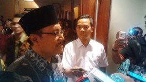Wakil Gubernur Jatim Drs.H. Saifullah Yusuf Saat Memberikan Keterangan Pers di Hotel Mercure Surabaya, Rabu (18/10/2107) Malam.
