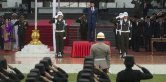Presiden Jokowi memimpin HUT TNI ke-72.