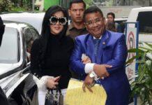 Penyanyi Syahrini memenuhi panggilan Bareskrim terkait kasus penipuan Haji dan Umroh First Travel di Bareskrim Polri, Jakarta, Senin (9/10).