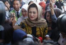 Deisti Astriani Tagor, istri dari Setya Novanto memenuhi panggilan penyidik Komisi Pemberantasan Korupsi (KPK).