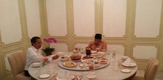 Presiden Joko Widodo dan Ketum PBNU, Said Aqil Siradj saat menyantap makan siang di Istana Merdeka, Jakarta, Rabu (11/1).