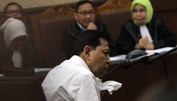 Terdakwa kasus dugaan korupsi KTP elektronik Setya Novanto menjalani sidang perdana di gedung Pengadilan Tipikor Jakarta