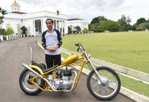 Presiden jokowi bersama motor 'Chopper'