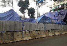 Konstruksi Bangunan LRT Kayu Putih Roboh