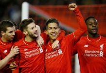 Para pemain Liverpool merayakan gol Roberto Firmino (kedua kanan)