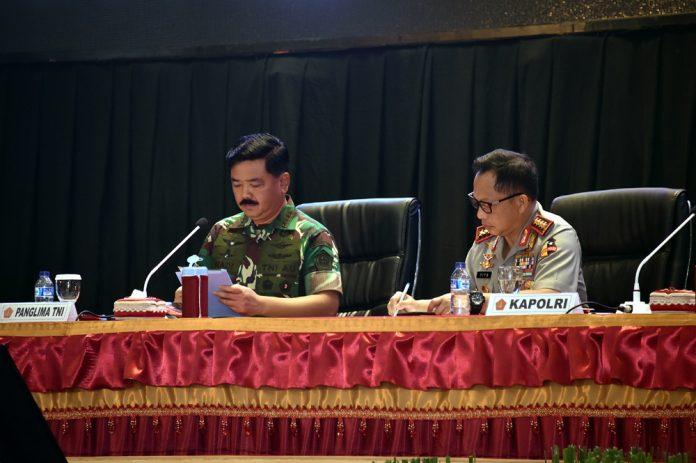 Panglima TNI saat menyampaikan sambutan didampingi Kapolri saat Rapim TNI - Polri
