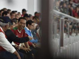 Joko Widodo Presiden saat menyaksikan pertandingan Piala Presiden 2018.