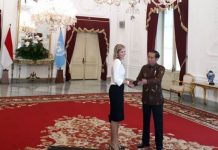 Presiden Joko Widodo (kanan) menerima kunjungan Ratu Belanda Maxima, selaku perwakilan dari Perserikatan Bangsa-Bangsa yang membawahi bidang Inklusi Keuangan, di Istana Merdeka, Jakarta