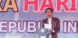 Presiden Joko Widodo memberikan sambutan pada puncak Hari Pers Nasional 2017 di Ambon, Maluku