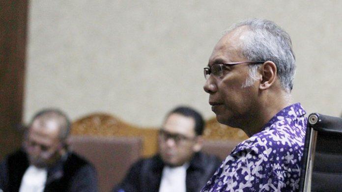 Terdakwa kasus dugaan perintangan penyidikan kasus korupsi KTP elektronik, dokter Bimanesh Sutarjo