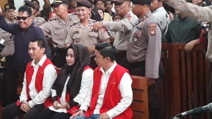Tersangka Kasus Korupsi First travel.