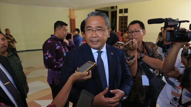 Menteri Desa Pembangunan Daerah Tertinggal dan Transmigrasi Eko Putro Sandjojo