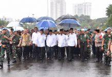 Jokowi-JK Jalan ke Monas Ikut Salat Jumat Bersama Massa Demo 212