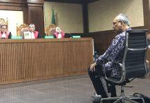 Dokter Bimanesh Sutarjo saat menjalani sidang pembacaan dakwaan di PN Tipikor Jakarta, Kamis (8/3)