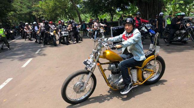 Jokowi akan berkendara dengan motor Chopper miliknya yang diunggah di akun facebooknya pada Sabtu 7 April 2018.