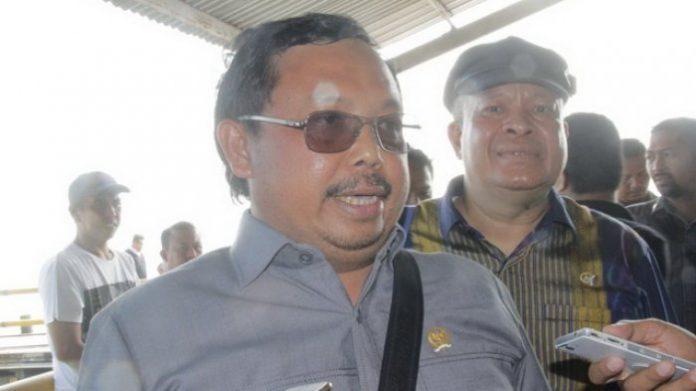 Wakil Ketua Komisi VII DPR RI Herman Khaeron, Saat Meninjau Tumpahan Minyak di Balikpapan