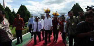 Jokowi saat tiba di Pelabuhan Agats, Asmat, Papua, pada Kamis (12/4/2018).