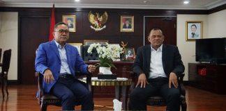 Ketua MPR Zulkifli Hasan saat bertemu mantan Panglima TNI Jenderal (Purn) Gatot Nurmantyo di ruang kerjanya di Kompleks Parlemen