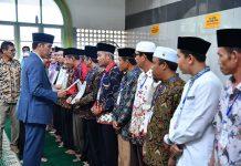 Presiden Joko Widodo Serahkan 510 Sertifikat Hak Tanah Wakaf di Sumbar