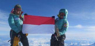 Dua Srikandi Indonesia di Puncak Everest