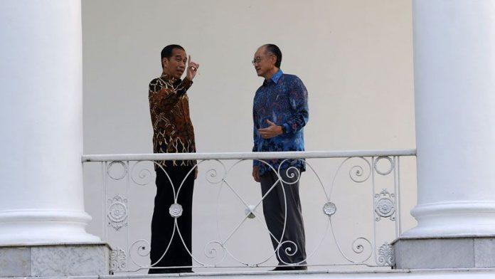 Presiden RI Jokowidodo dan Presiden Bank Dunia Jim Yong Kim Saat Berada di Istana Kepresiden Bogor