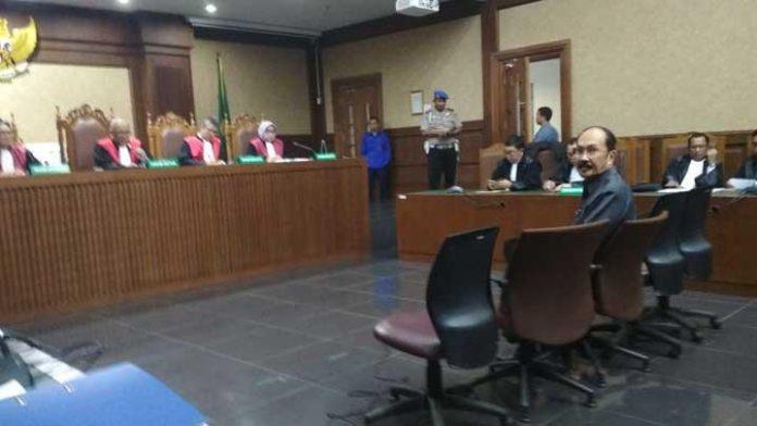 Terdakwa Obstruction of Justice Fredrich Yunadi, saat mengikuti persidangan di Pengadilan Tipikor, Jakarta Pusat