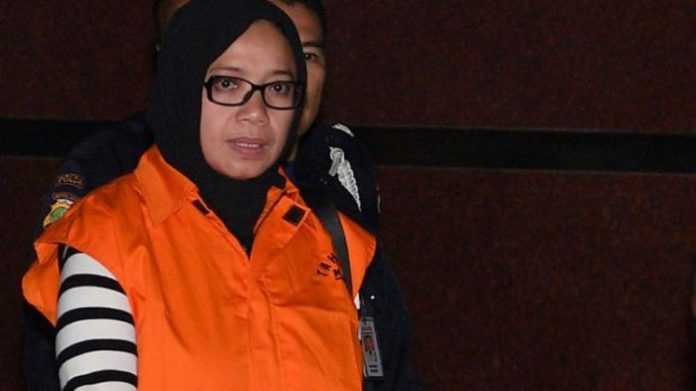 Tersangka yang juga Anggota DPR Komisi VII Eni Maulani Saragih