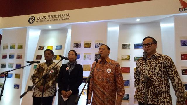Gubernur BI Agus Martowardojo bersama Menteri BUMN Rini Soemarno
